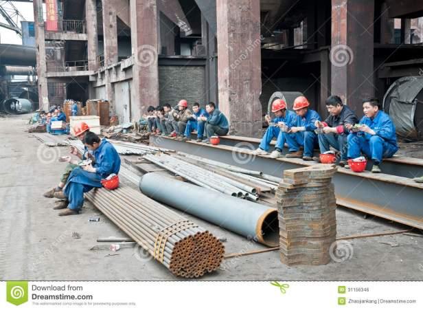 lavoratori-cinesi-dell-acciaieria-per-pranzo-31156346.jpg