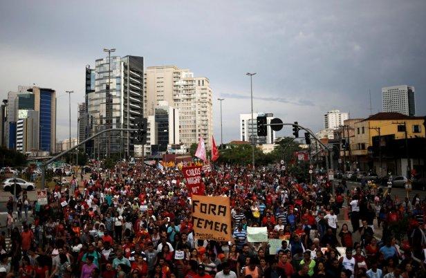 2016-05-22T220652Z_31968909_S1BETFOVQIAA_RTRMADP_3_BRAZIL-POLITICS.jpg